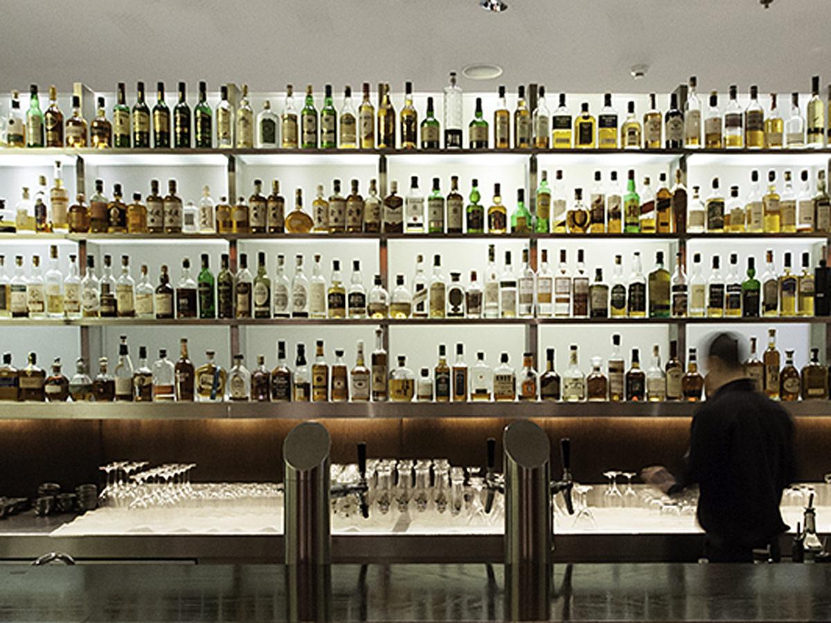 Grand Hyatt Berlin Vox bar