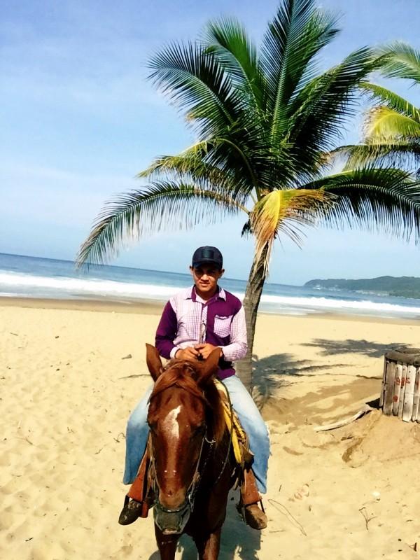 roberto-horseback-riding-beach-playa-larga-mexico-IMG_3146