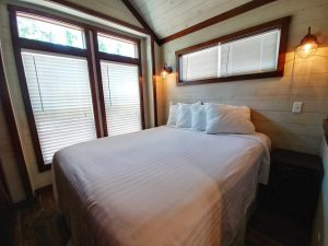 CreekFire Motor Ranch (Savannah, GA) - Cabin Master Bedroom
